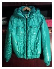 Куртка болоньевая изумрудного цвета