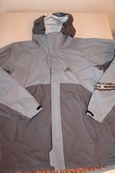 Мужская куртка фирмы adidas